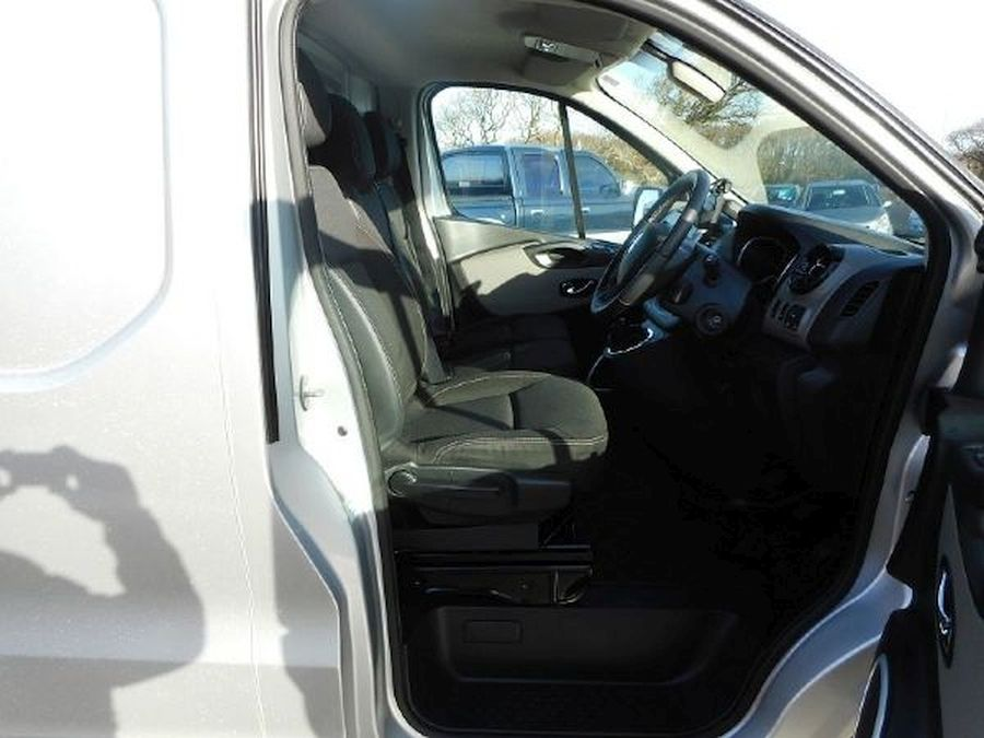 RENAULT TRAFIC LL29 SPORT NAV DCI - Picture 12
