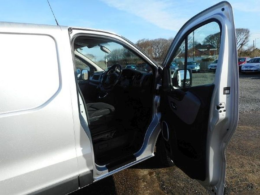 RENAULT TRAFIC LL29 SPORT NAV DCI - Picture 13