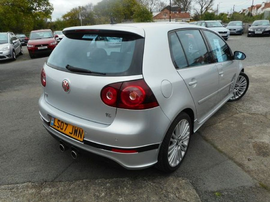 VOLKSWAGEN GOLF R32 S-A 3.2 Litre 5 DOOR HATCHBACK (2007) - Picture 4