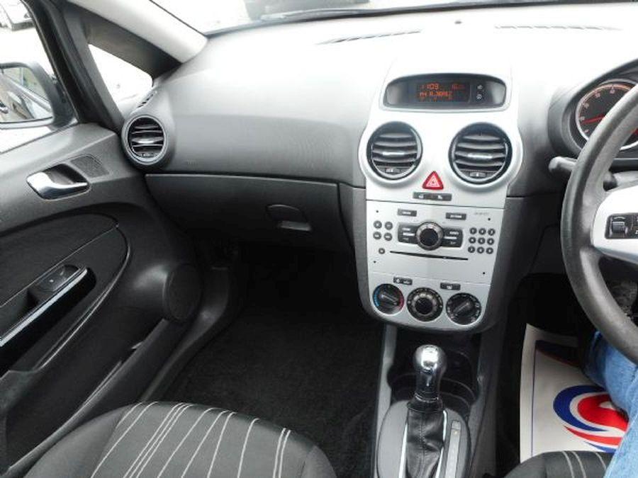 VAUXHALL CORSA 1.4 litre  CLUB AC 16V AUTO - Picture 11