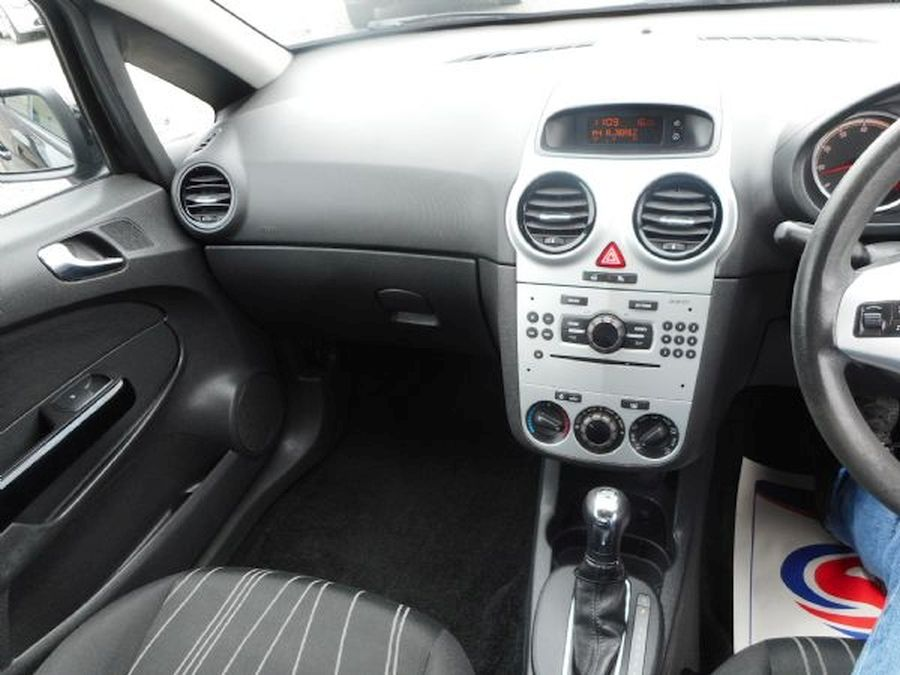 VAUXHALL CORSA 1.4 litre  CLUB AC 16V AUTO (2009) - Picture 11