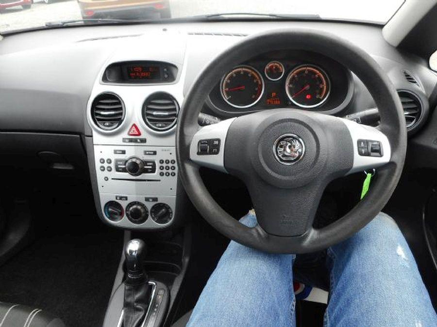 VAUXHALL CORSA 1.4 litre  CLUB AC 16V AUTO (2009) - Picture 12