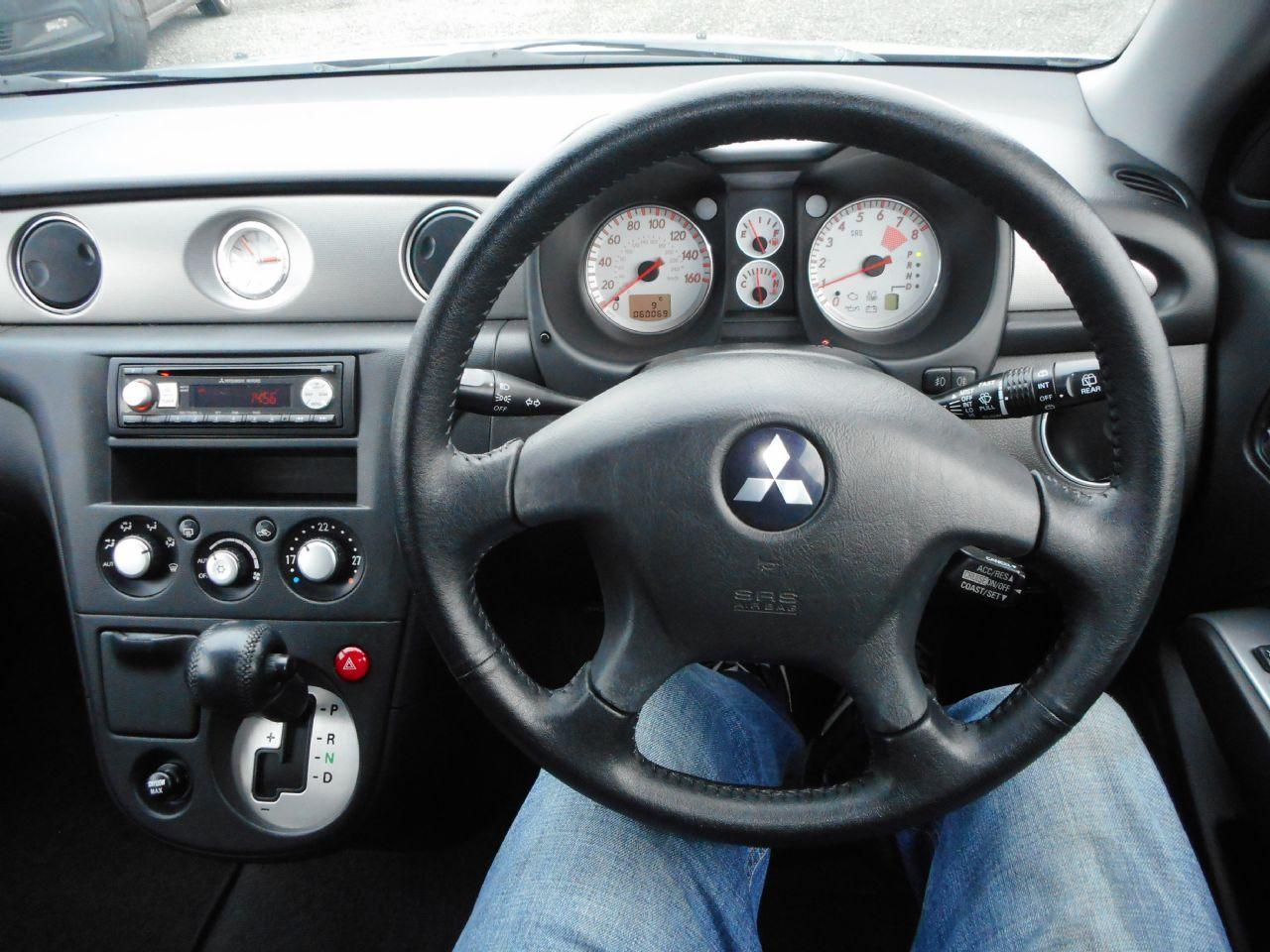 MITSUBISHI OUTLANDER 2.4 MIVEC Sport SE Auto (2006) - Picture 12