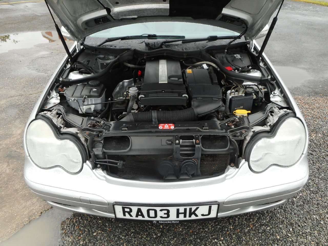 MERCEDES C-CLASS C180 Kompressor Classic SE AUTO (2003) - Picture 15