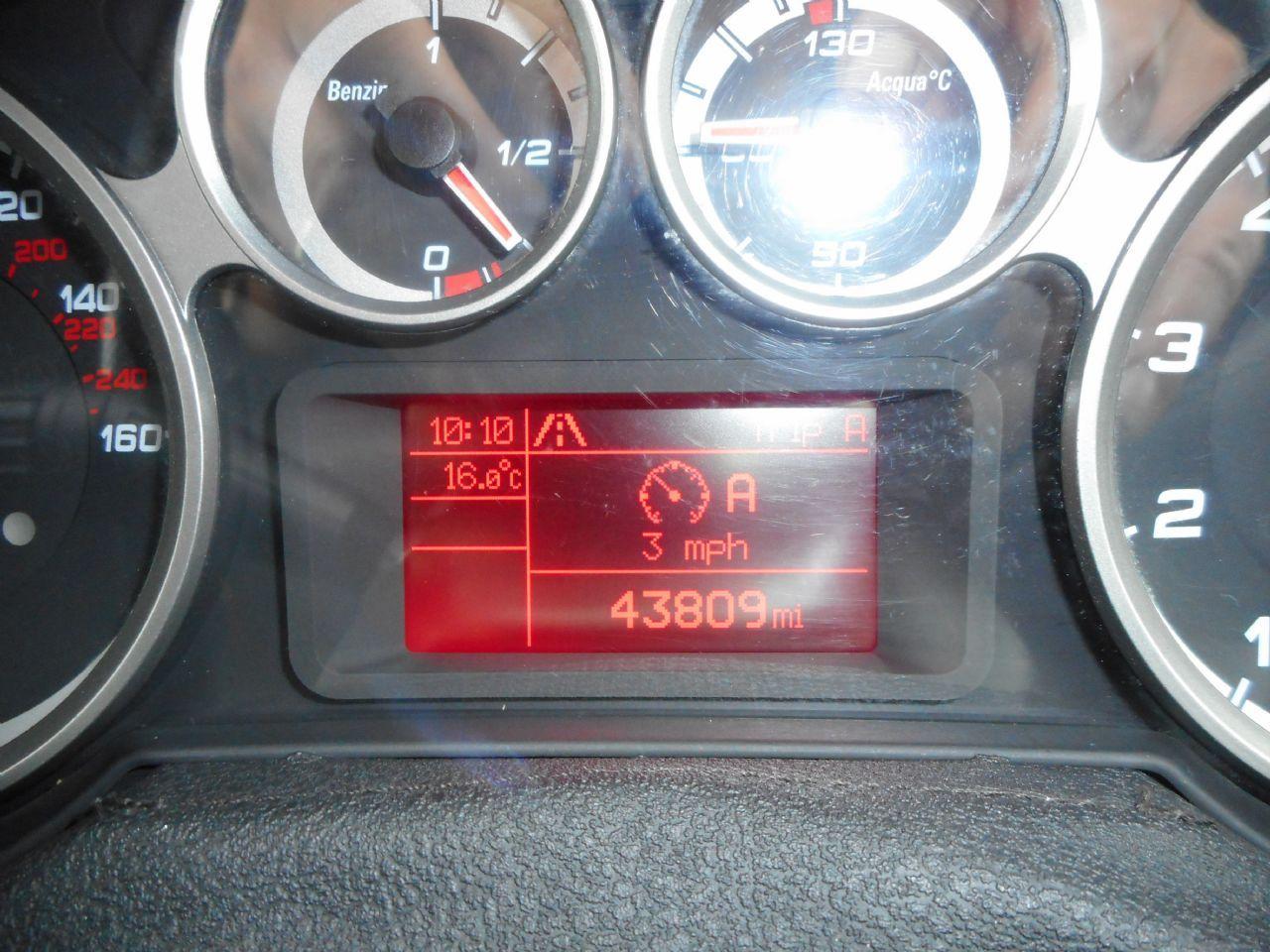 ALFA ROMEO MITO 1.4 16v 95 bhp Sprint (2011) - Picture 14