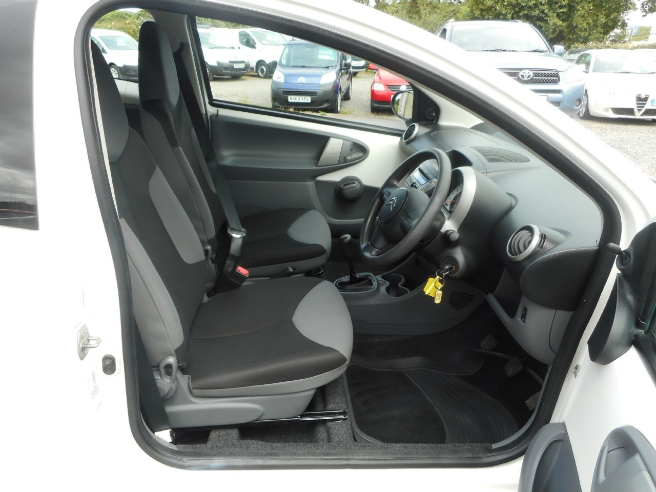 CITROEN C1 1.0i 68hp VTR (2011) - Picture 12