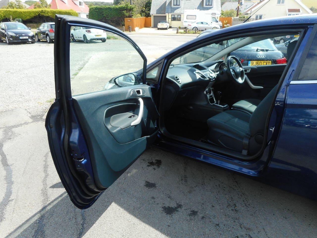 FORD Fiesta Titanium 1.4 096 Auto (2012) - Picture 10