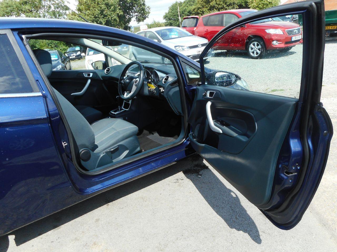 FORD Fiesta Titanium 1.4 096 Auto (2012) - Picture 12