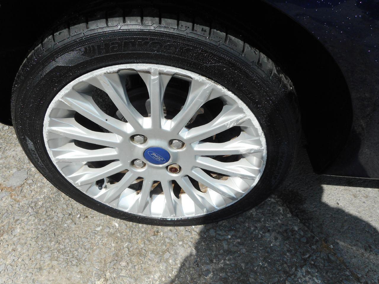 FORD Fiesta Titanium 1.4 096 Auto (2012) - Picture 5