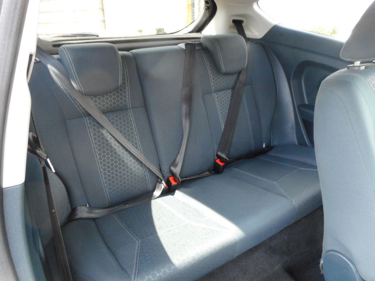 FORD Fiesta Titanium 1.4 096 Auto (2012) - Picture 6