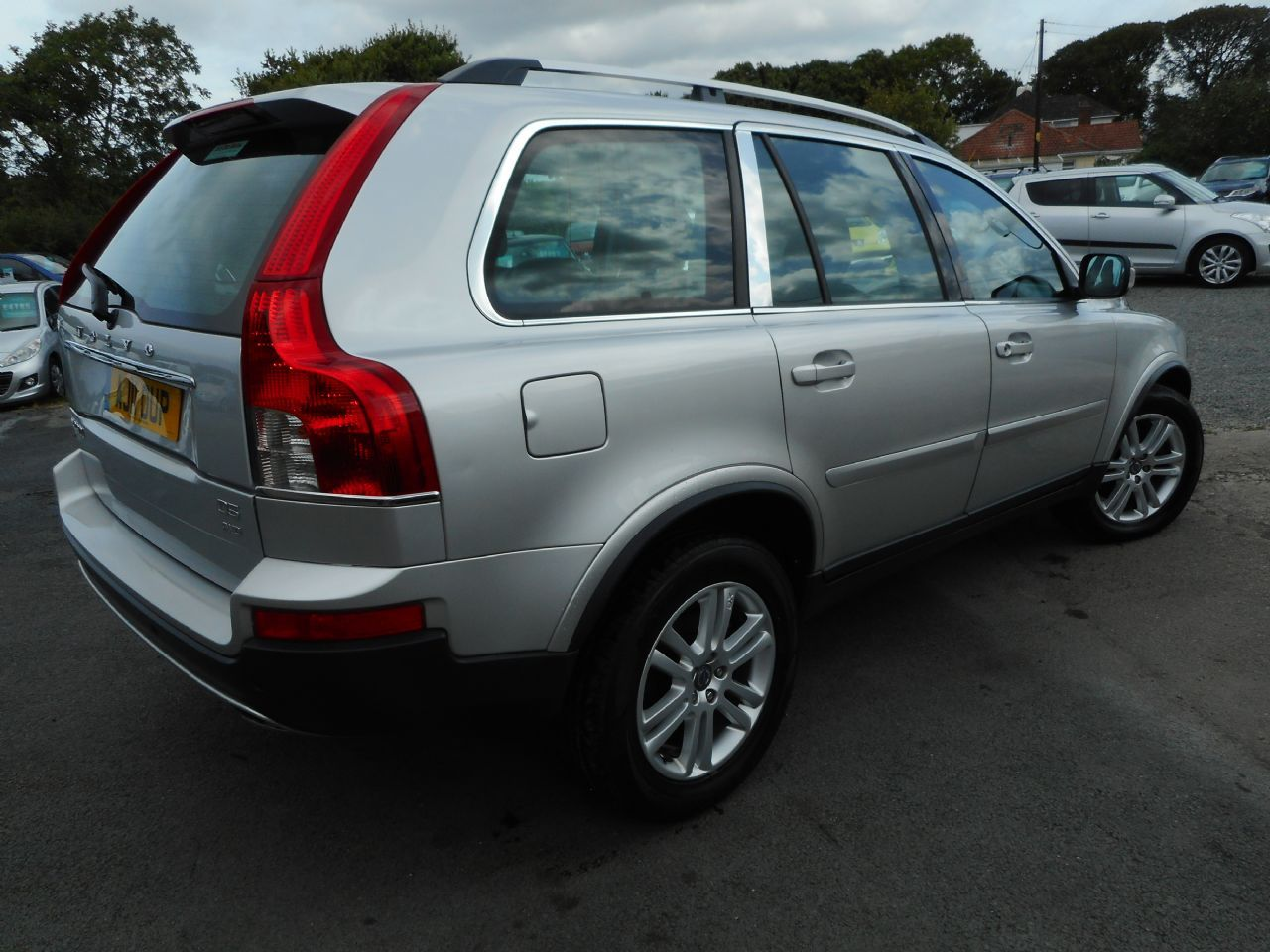 VOLVO XC90 D5 AWD (200 bhp) SE Lux Geartronic (2011) - Picture 3