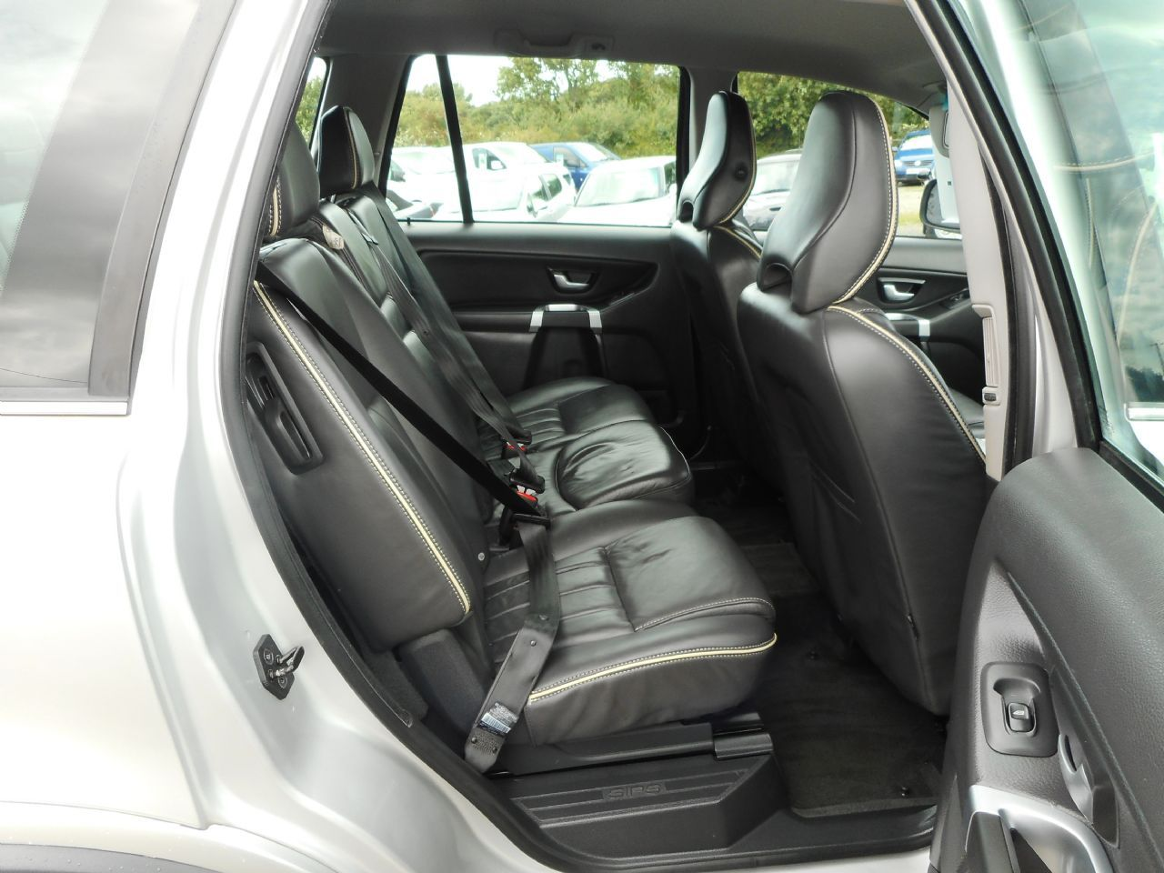 VOLVO XC90 D5 AWD (200 bhp) SE Lux Geartronic (2011) - Picture 8