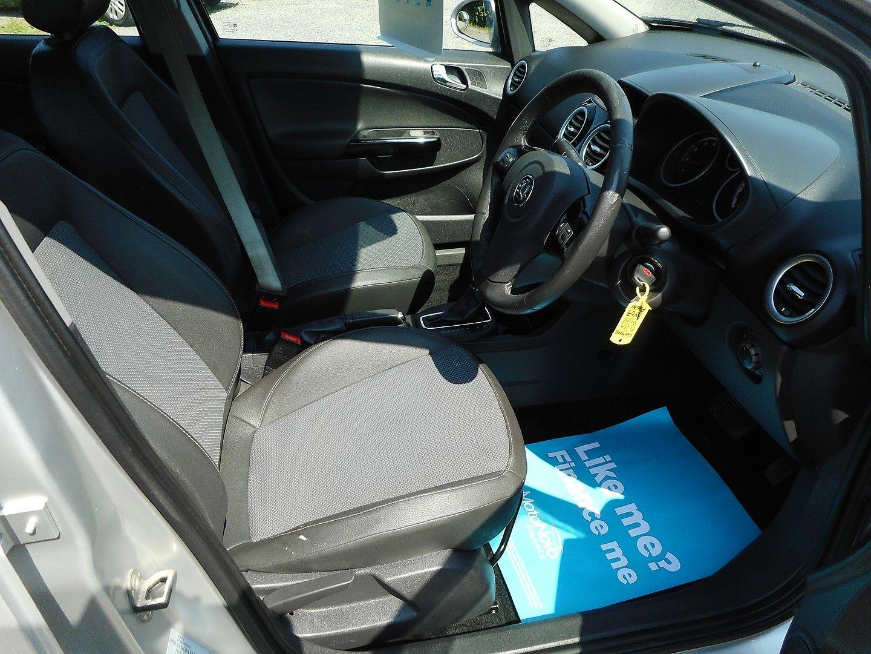 VAUXHALL Corsa Design 1.4i 16v Auto A/C (2007) - Picture 7