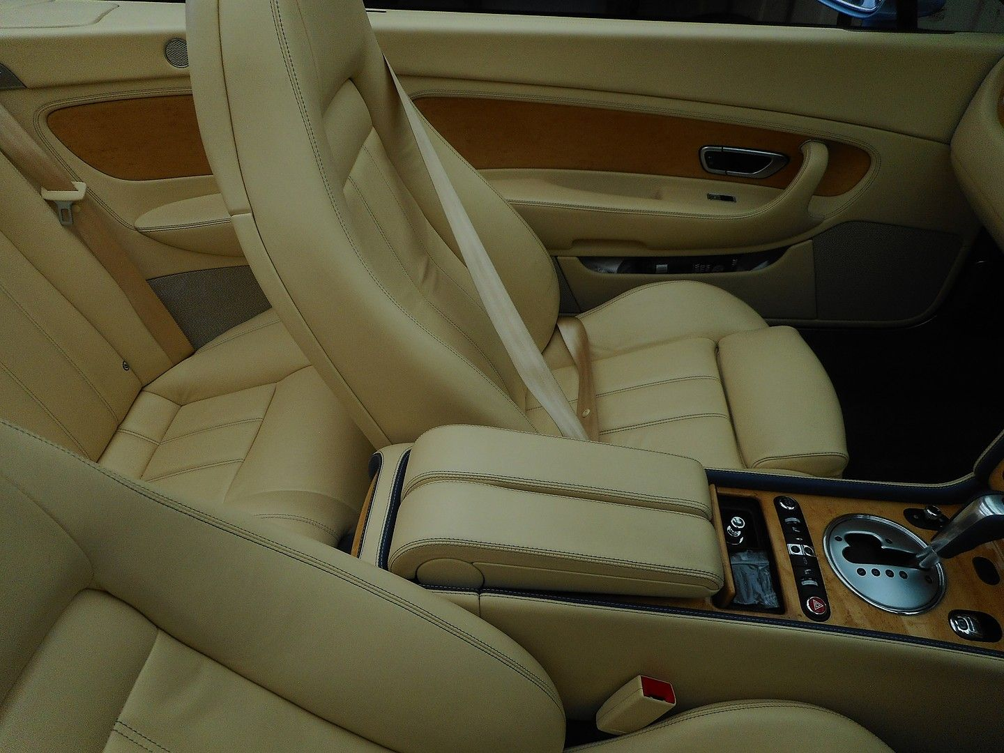 BENTLEY Continental GTC (2007) - Picture 25