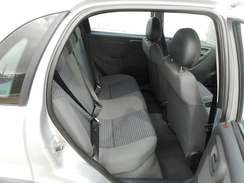 VAUXHALL Corsa Comfort 1.2i 16v (2002) - Picture 8