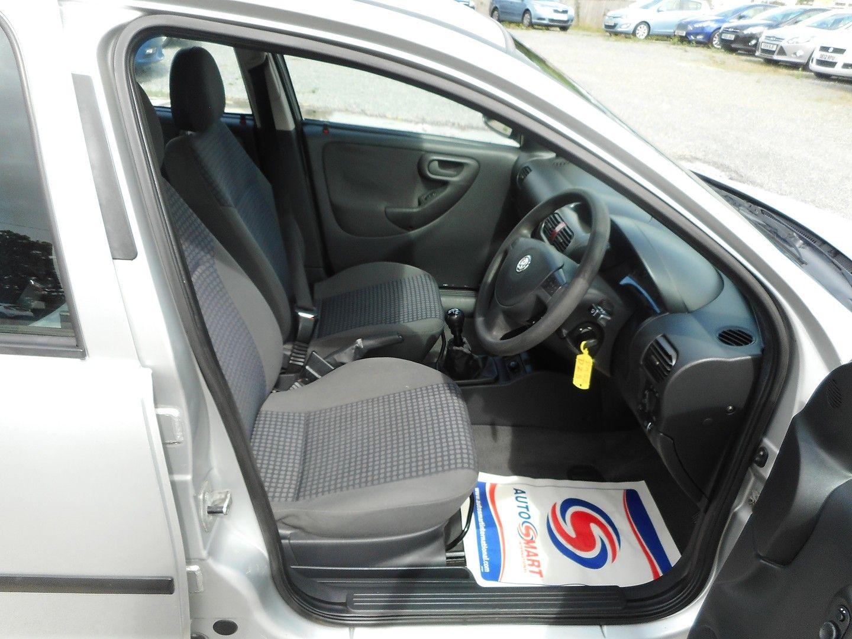 VAUXHALL Corsa Comfort 1.2i 16v (2002) - Picture 9