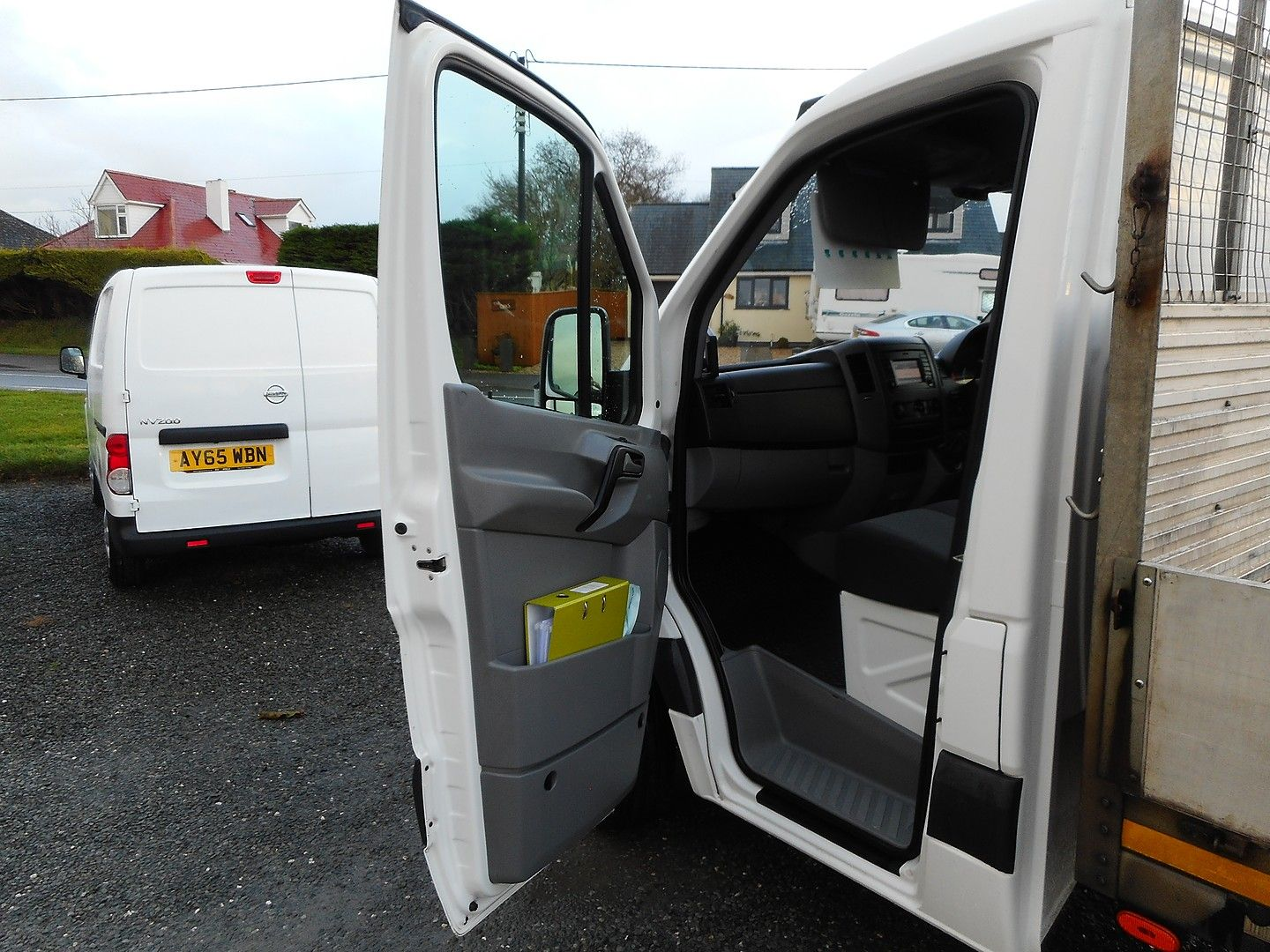 VOLKSWAGEN Crafter CR35 136PS 2.0TDI MWB WITH TAIL LIFT (2015) - Picture 15