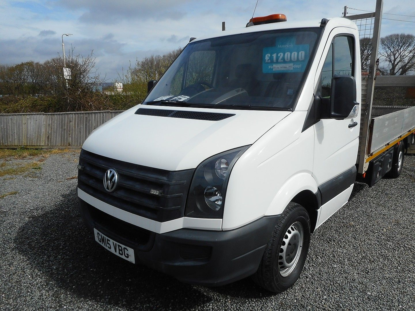 VOLKSWAGEN Crafter CR35 136PS 2.0TDI MWB WITH TAIL LIFT (2015) - Picture 2