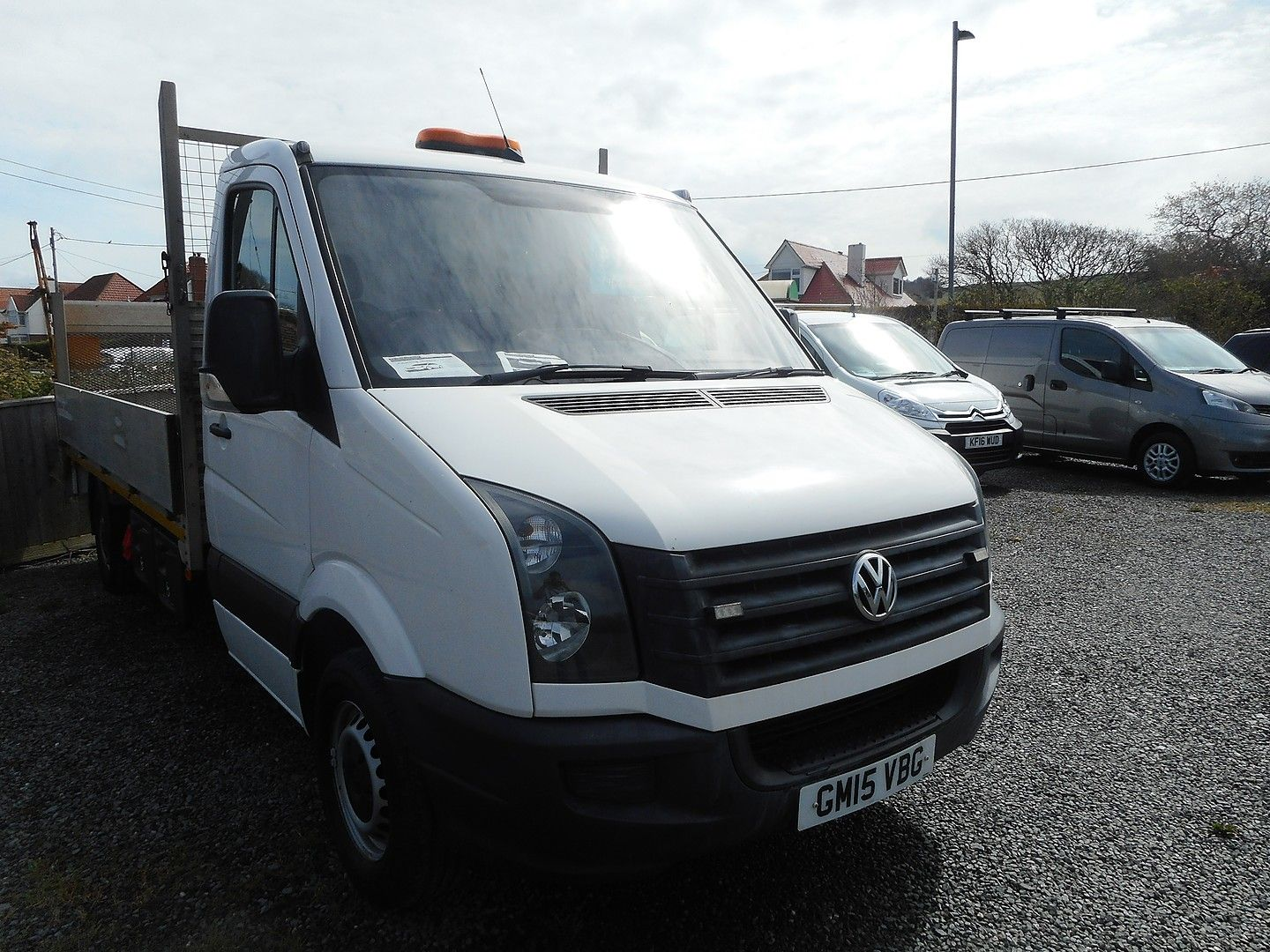 VOLKSWAGEN Crafter CR35 136PS 2.0TDI MWB WITH TAIL LIFT (2015) - Picture 3