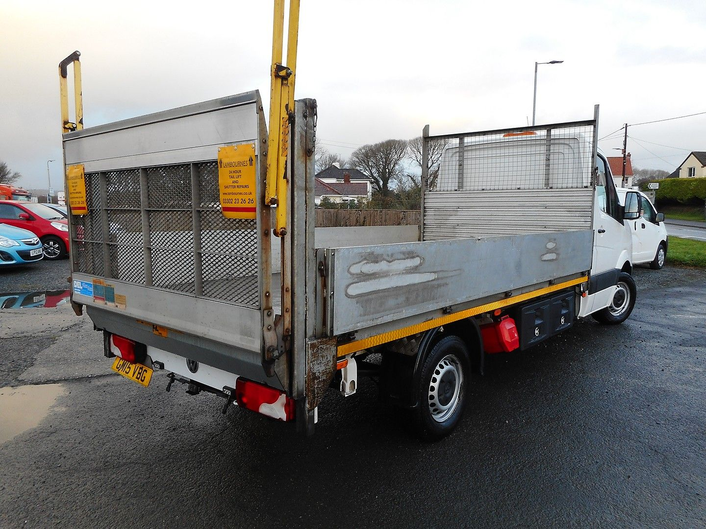 VOLKSWAGEN Crafter CR35 136PS 2.0TDI MWB WITH TAIL LIFT (2015) - Picture 4