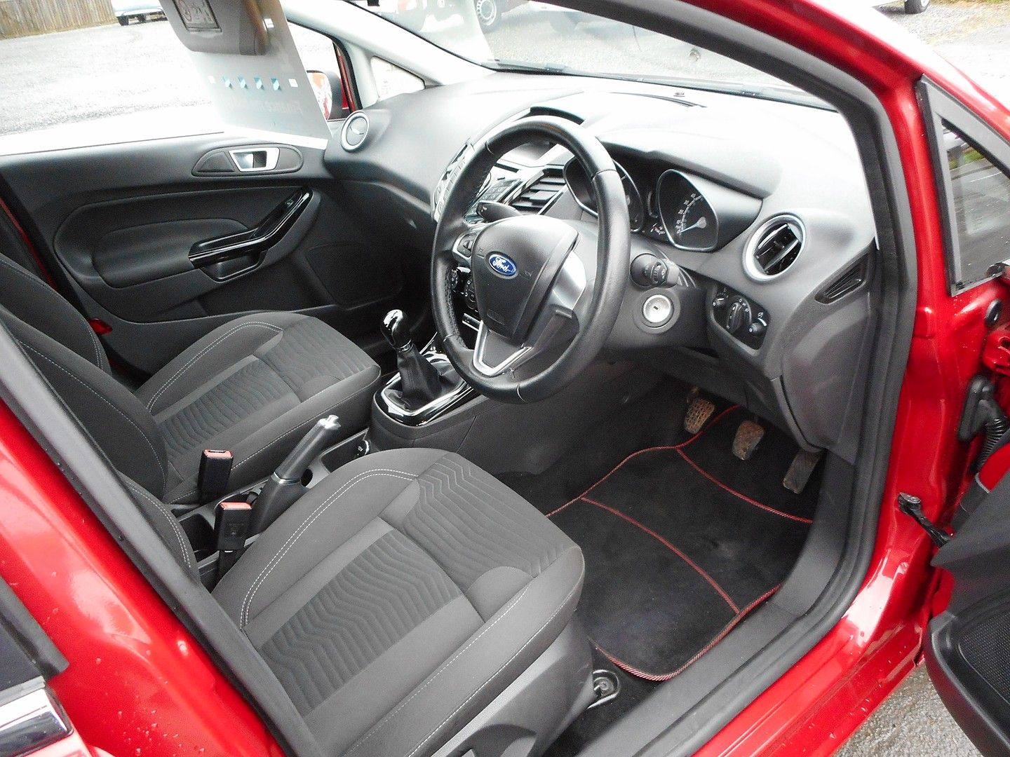 FORD Fiesta Zetec 1.0 80PS Start/Stop (2015) - Picture 11
