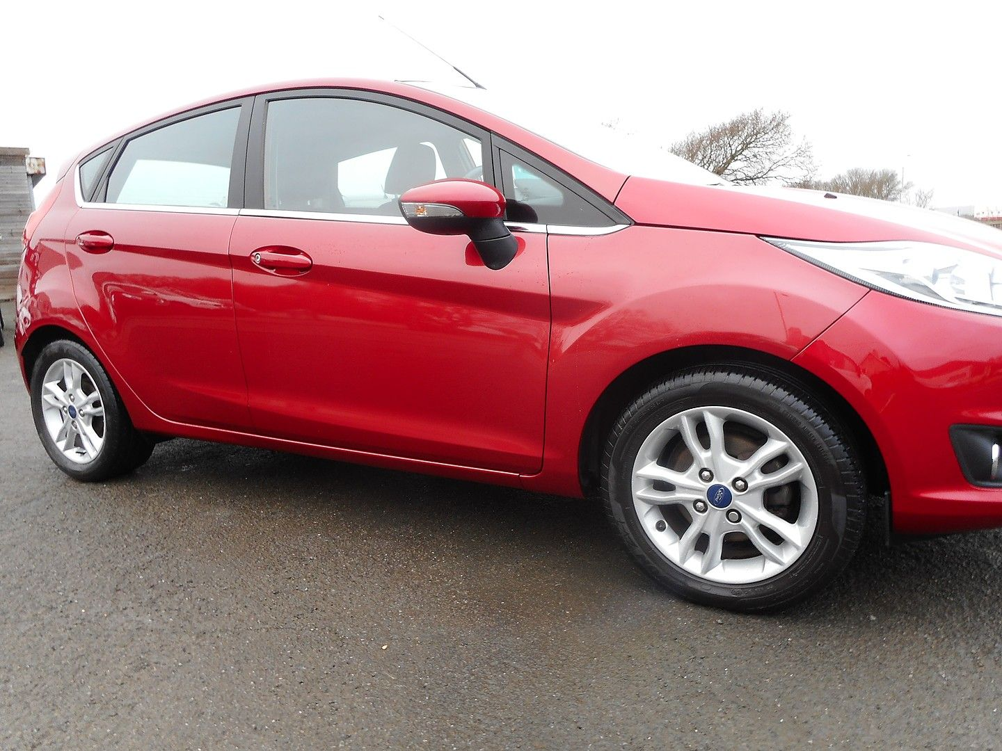 FORD Fiesta Zetec 1.0 80PS Start/Stop (2015) - Picture 2