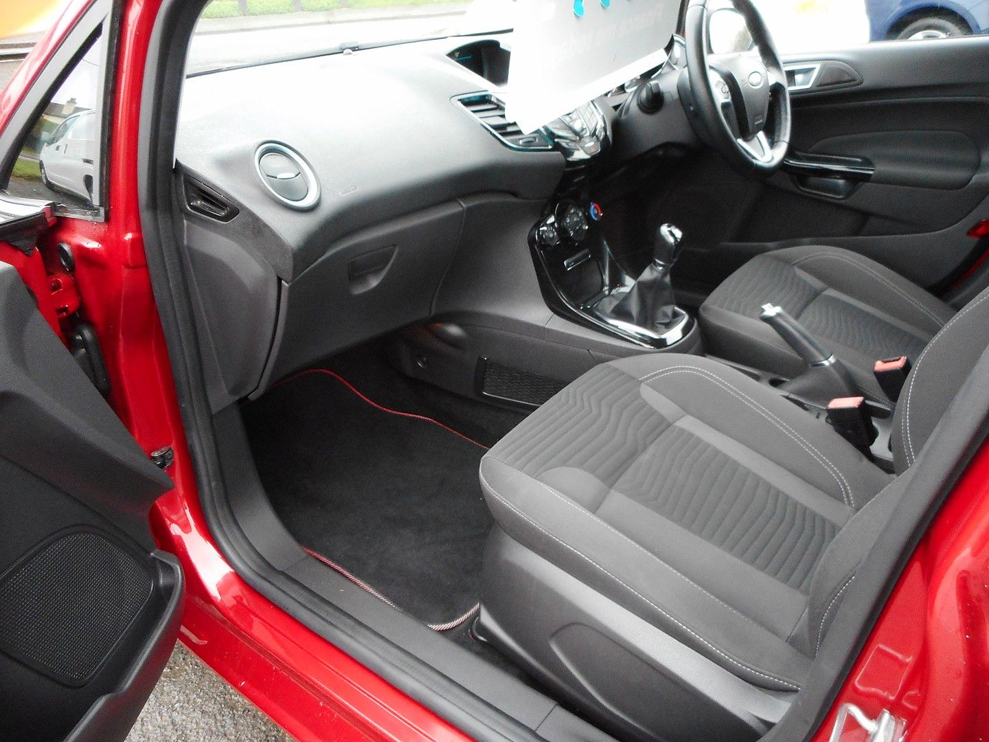 FORD Fiesta Zetec 1.0 80PS Start/Stop (2015) - Picture 5