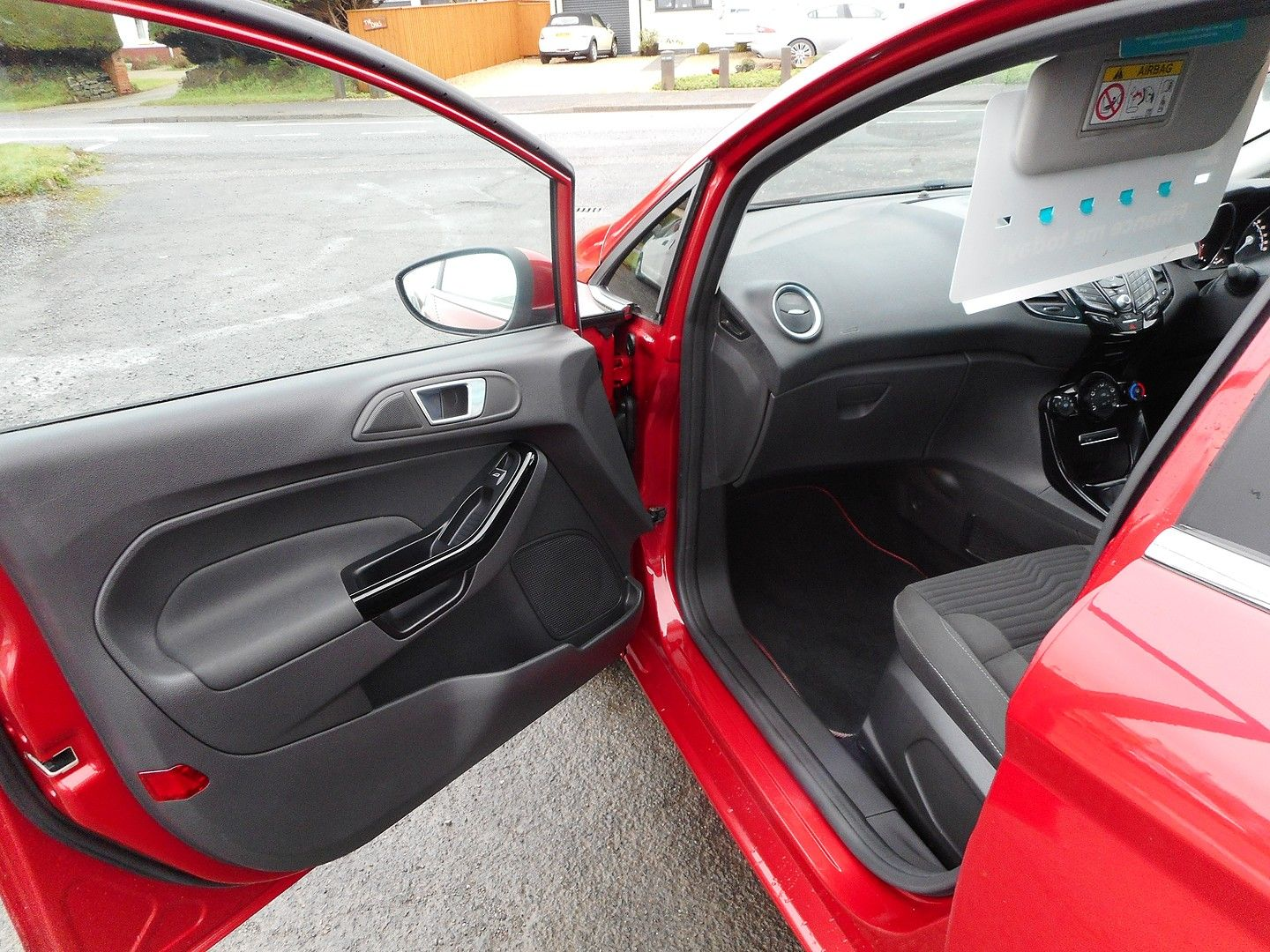 FORD Fiesta Zetec 1.0 80PS Start/Stop (2015) - Picture 6