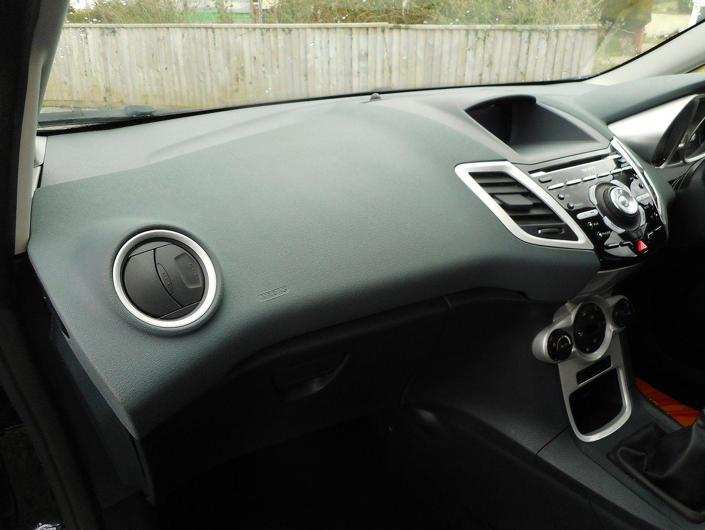 FORD Fiesta Titanium 1.4 096 (2011) - Picture 13