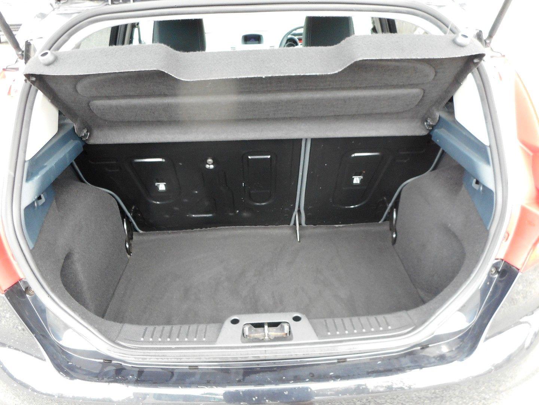 FORD Fiesta Titanium 1.4 096 (2011) - Picture 5